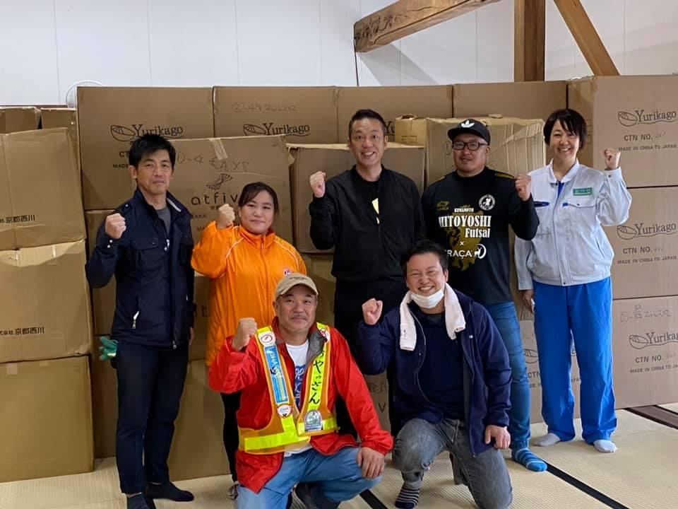 ボランティアのみなさんと、Futonto齊藤(2列目中央)